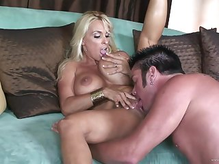 Busty blonde rubs cock against her nipples and gets facial