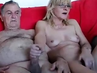Caroline is a young milf who loves on cam masturbation