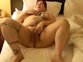 This BBW could eat you out and she loves masturbating with her Hitachi