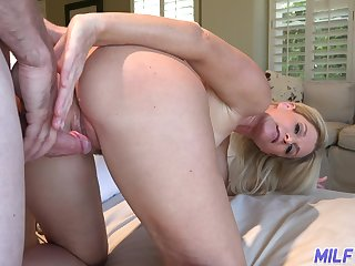 Hospitable housewife India Summer invites guest to penetrate her mouth and pussy