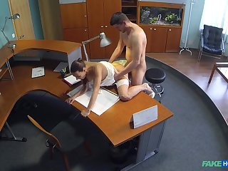 Amateur taped when dealing dick down by the office
