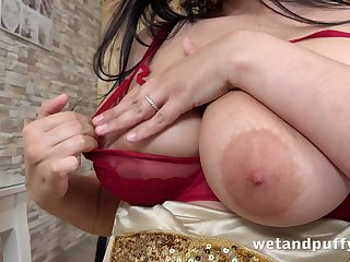 Busty nympho Sofia Lee stretched her pussy and teases her clit